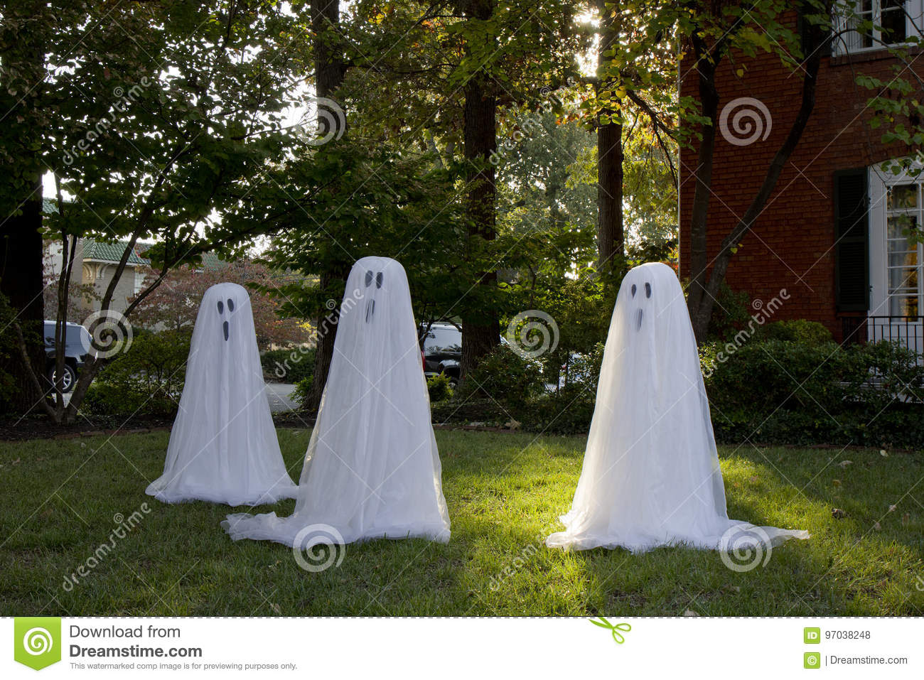 ghosts in yard for halloween
