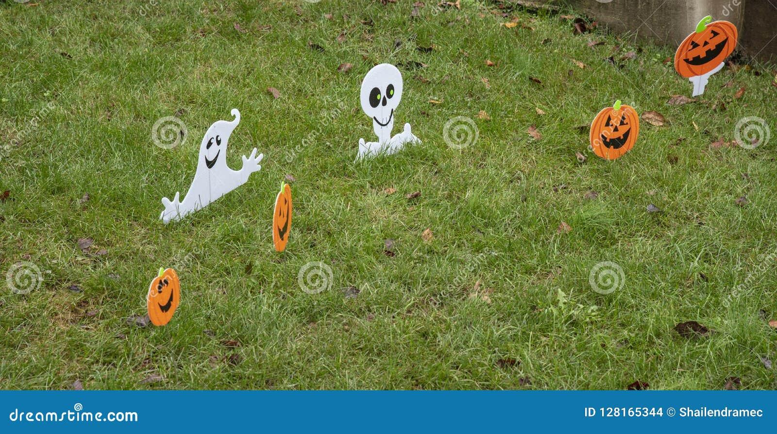 Halloween Decoratie Voor Buiten.Halloween Decoratie Buiten Een Huis Stock Foto Afbeelding Bestaande Uit Park Pompoen 128165344