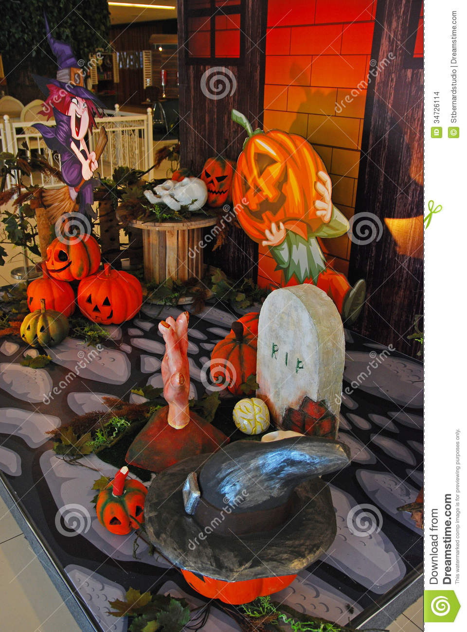 Halloween decoration in shopping center stock images image 34726114 - Idee decoration halloween ...