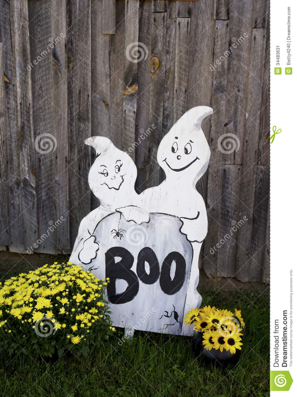 Barn Decorations Ghosts Halloween Mums Old Wooden ...