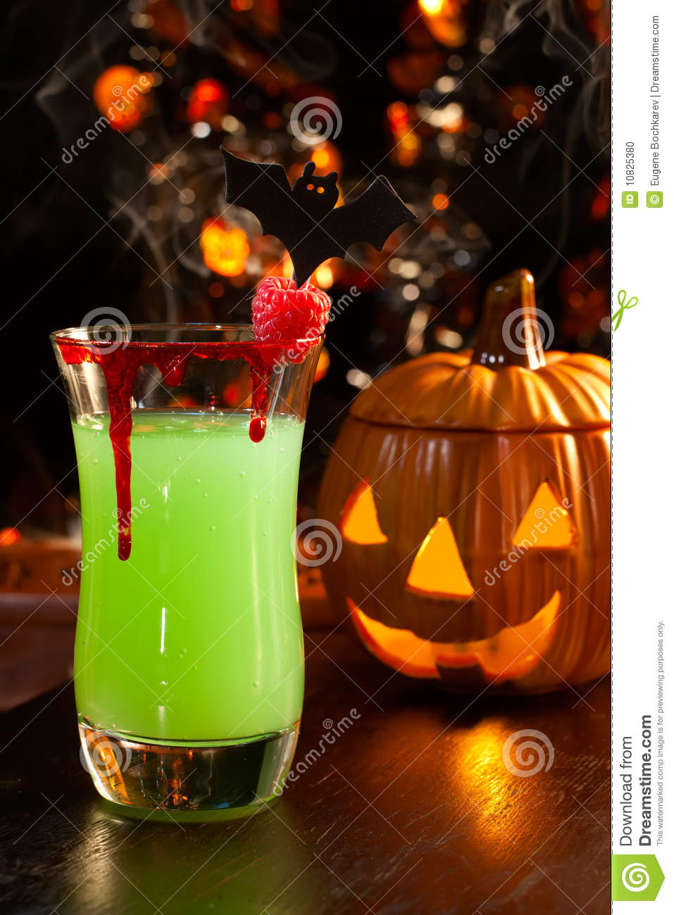 halloween drinks vampire 39 s kiss cocktail stock photo. Black Bedroom Furniture Sets. Home Design Ideas