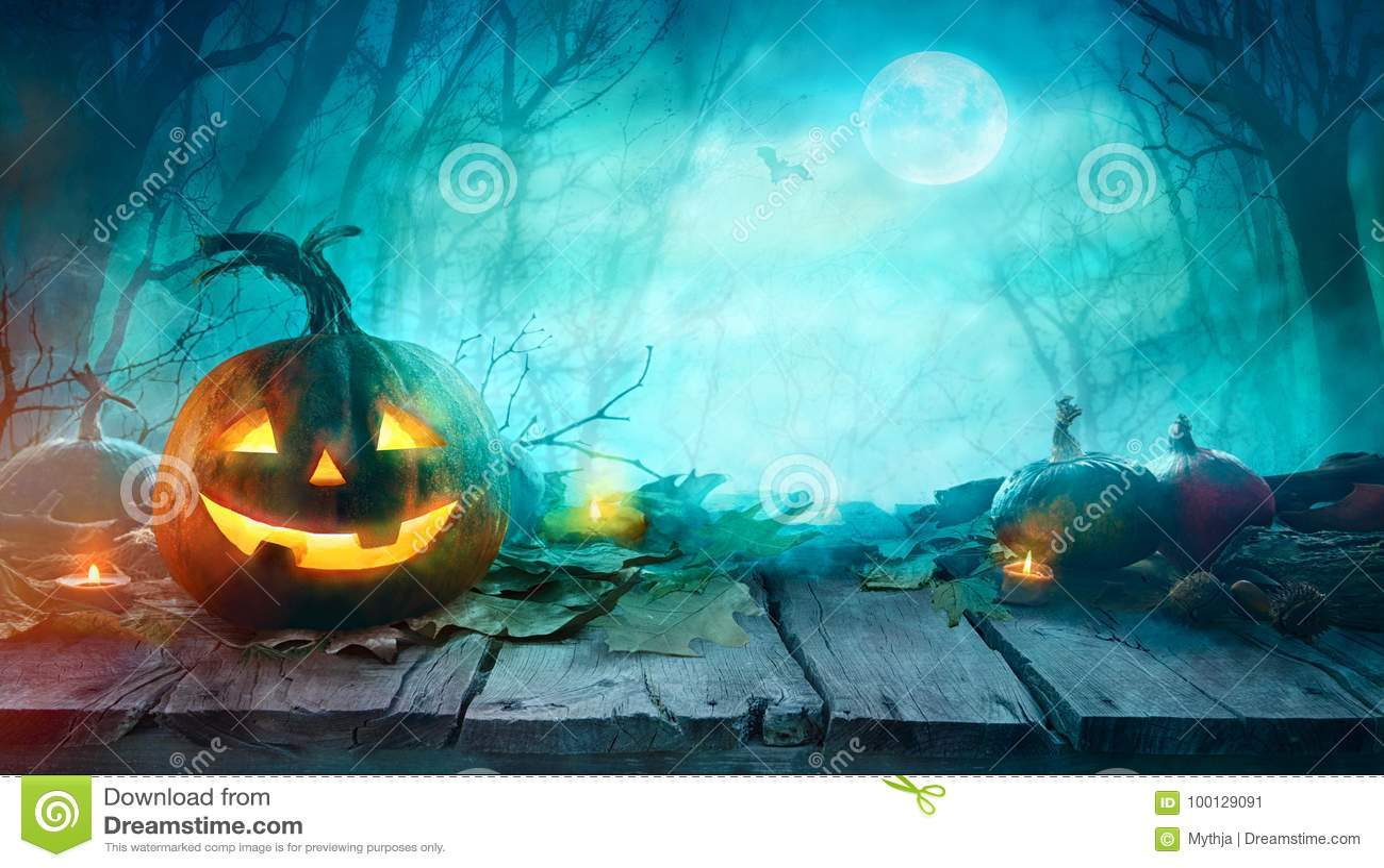 Halloween-furchtsame Kürbise
