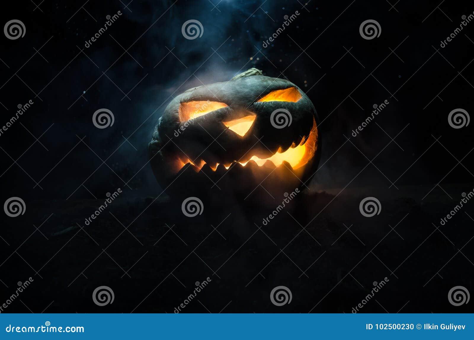 Halloween-Kürbise lächeln und scrary Augen für Parteinacht Schließen Sie herauf Ansicht furchtsamen Halloween-Kürbises mit den Au