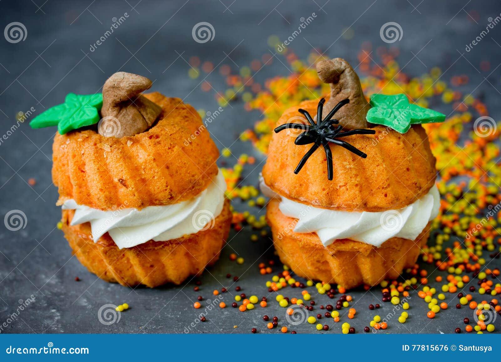Halloween-Kürbisrezept - Orange Kleine Kuchen In Form Des ...
