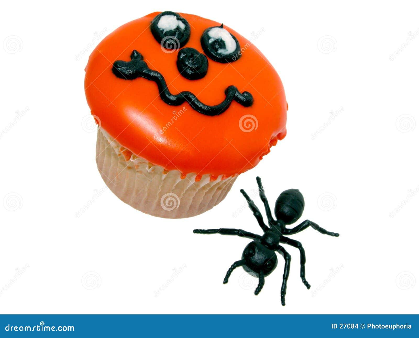 Halloween-kleiner Kuchen und Gummi-Ameise