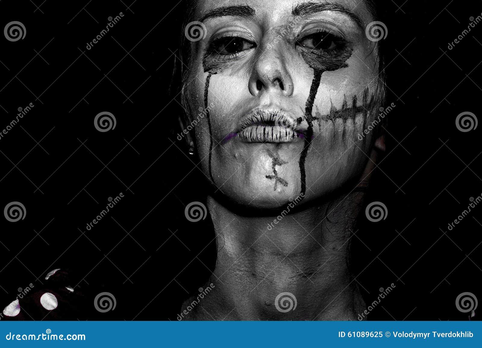 Halloween malte Frau