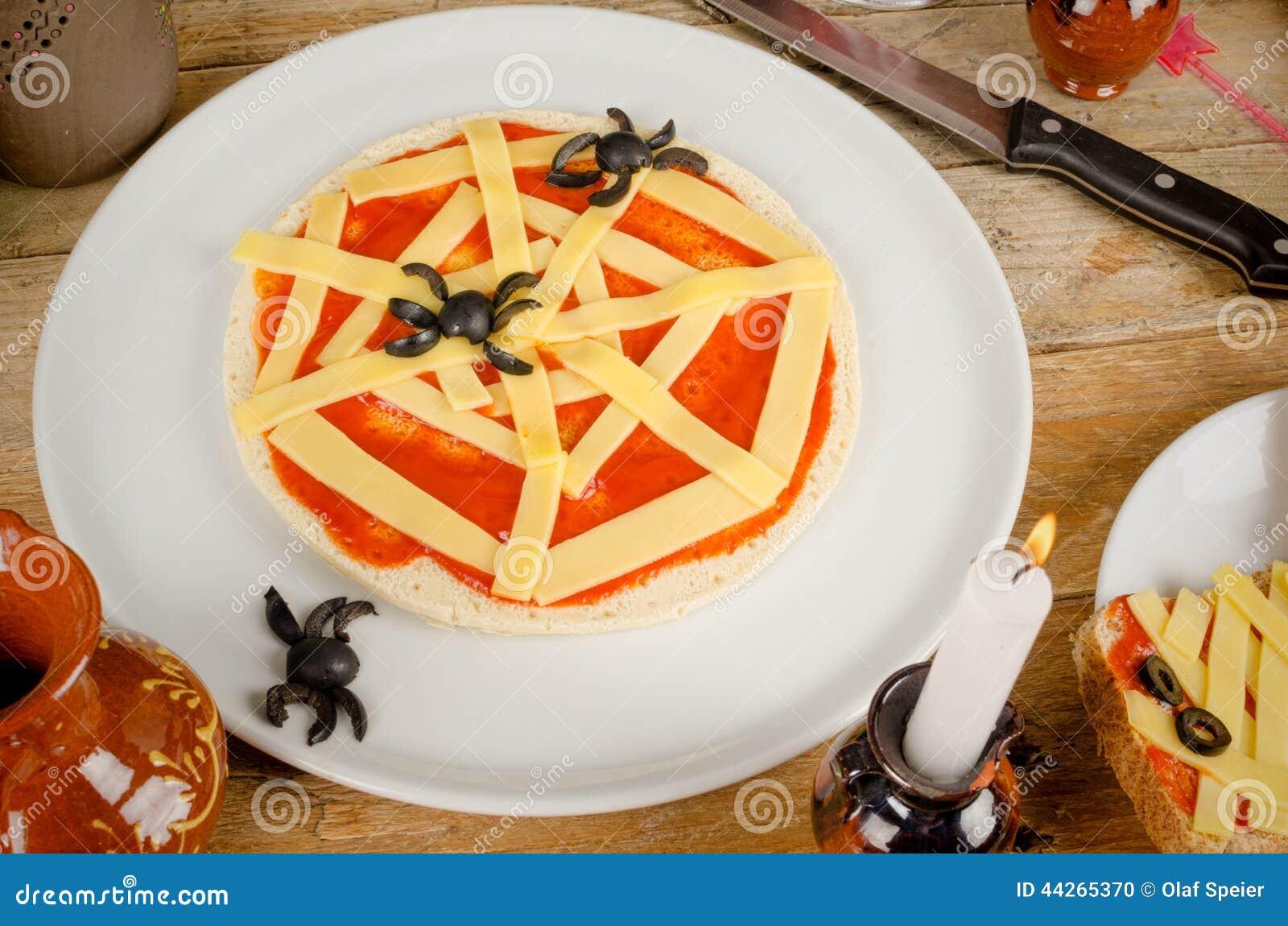 Halloween Pizza Recipe For Kids, Sweet Tart Skull With Strawberr ...