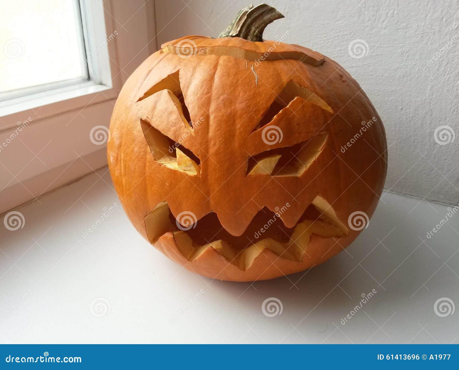 how to cut big pumpkins