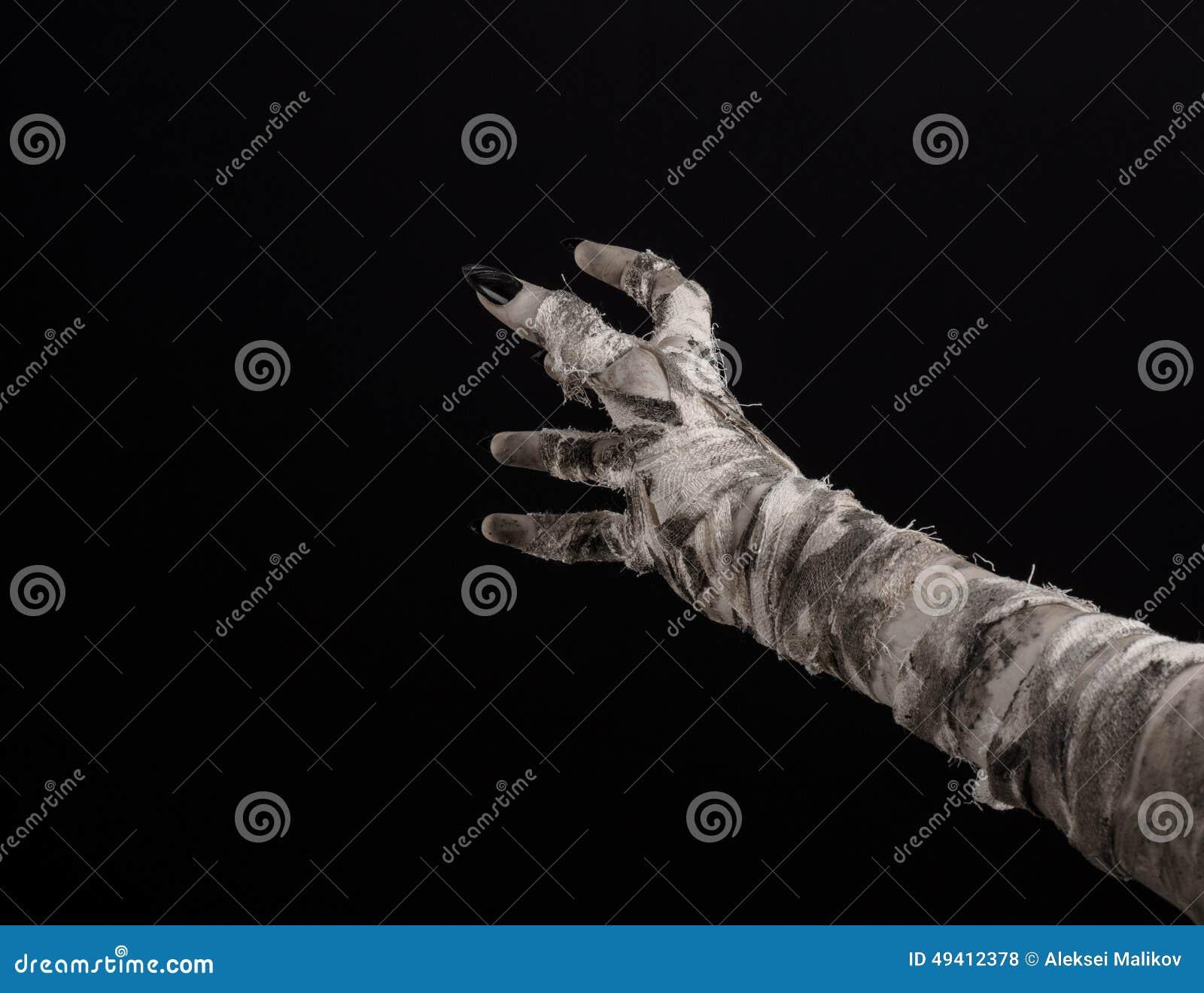 Download Halloween-Thema: Schreckliche Alte Mamahände Auf Einem Schwarzen Hintergrund Stockfoto - Bild von schmutzig, krypta: 49412378