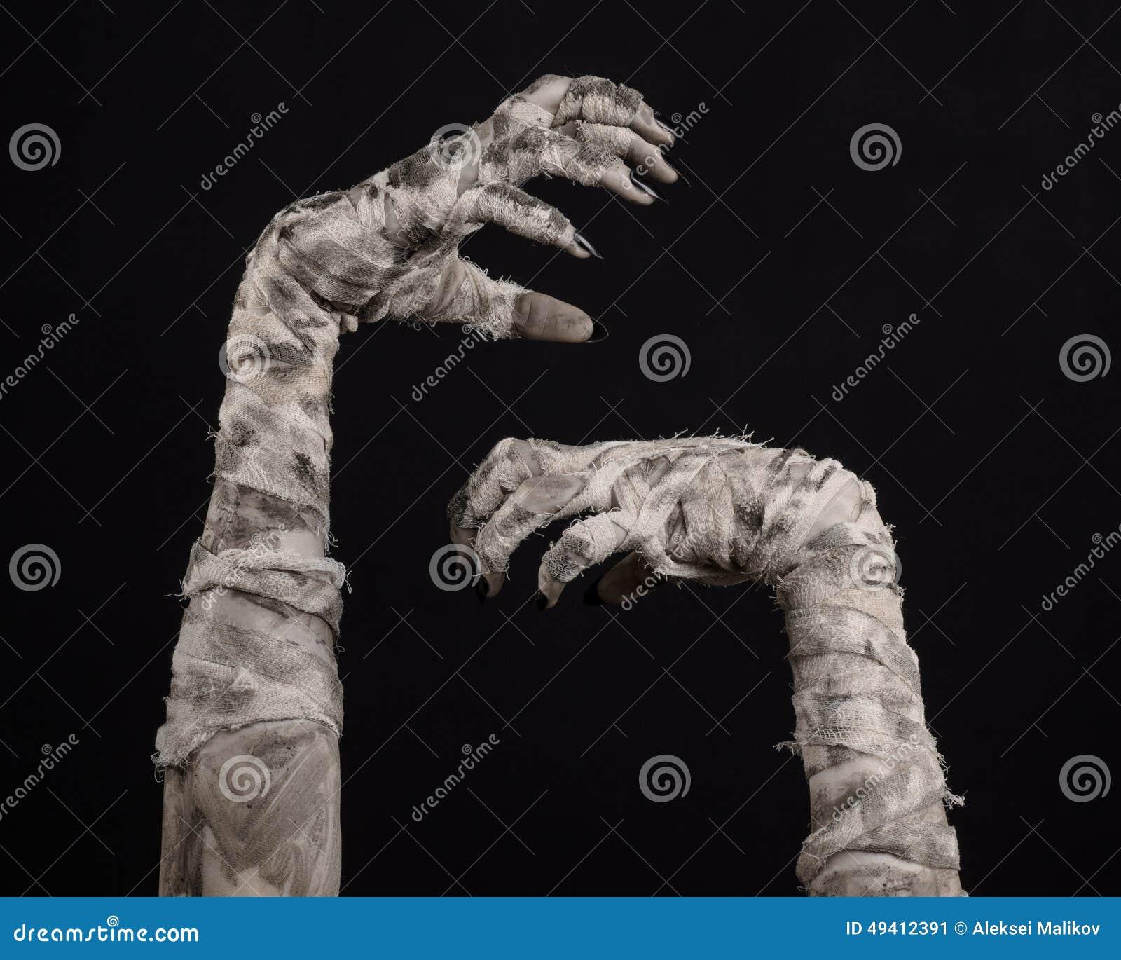 Download Halloween-Thema: Schreckliche Alte Mamahände Auf Einem Schwarzen Hintergrund Stockbild - Bild von getrennt, verband: 49412391