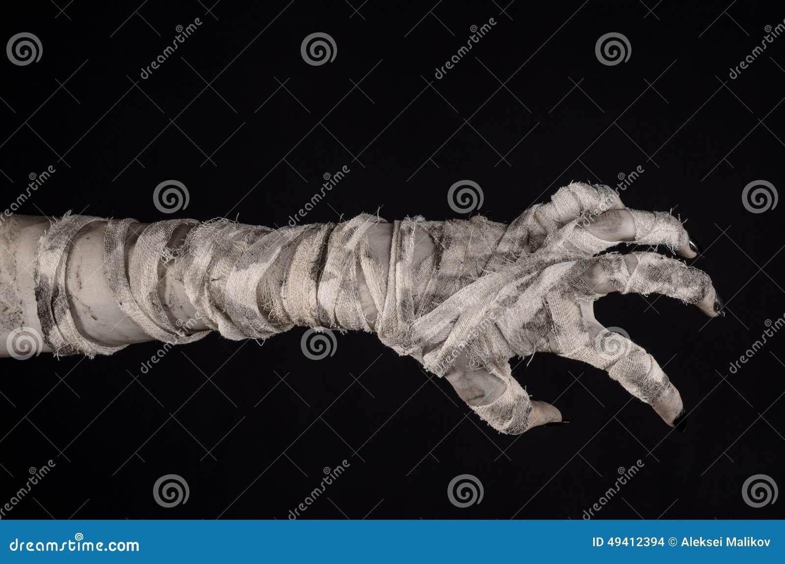 Download Halloween-Thema: Schreckliche Alte Mamahände Auf Einem Schwarzen Hintergrund Stockfoto - Bild von furcht, finger: 49412394