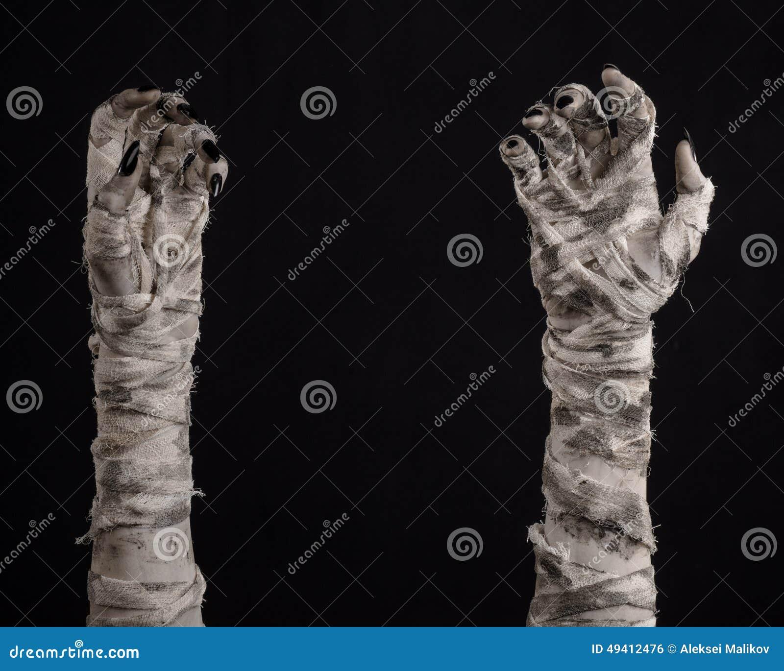Download Halloween-Thema: Schreckliche Alte Mamahände Auf Einem Schwarzen Hintergrund Stockfoto - Bild von verband, übel: 49412476