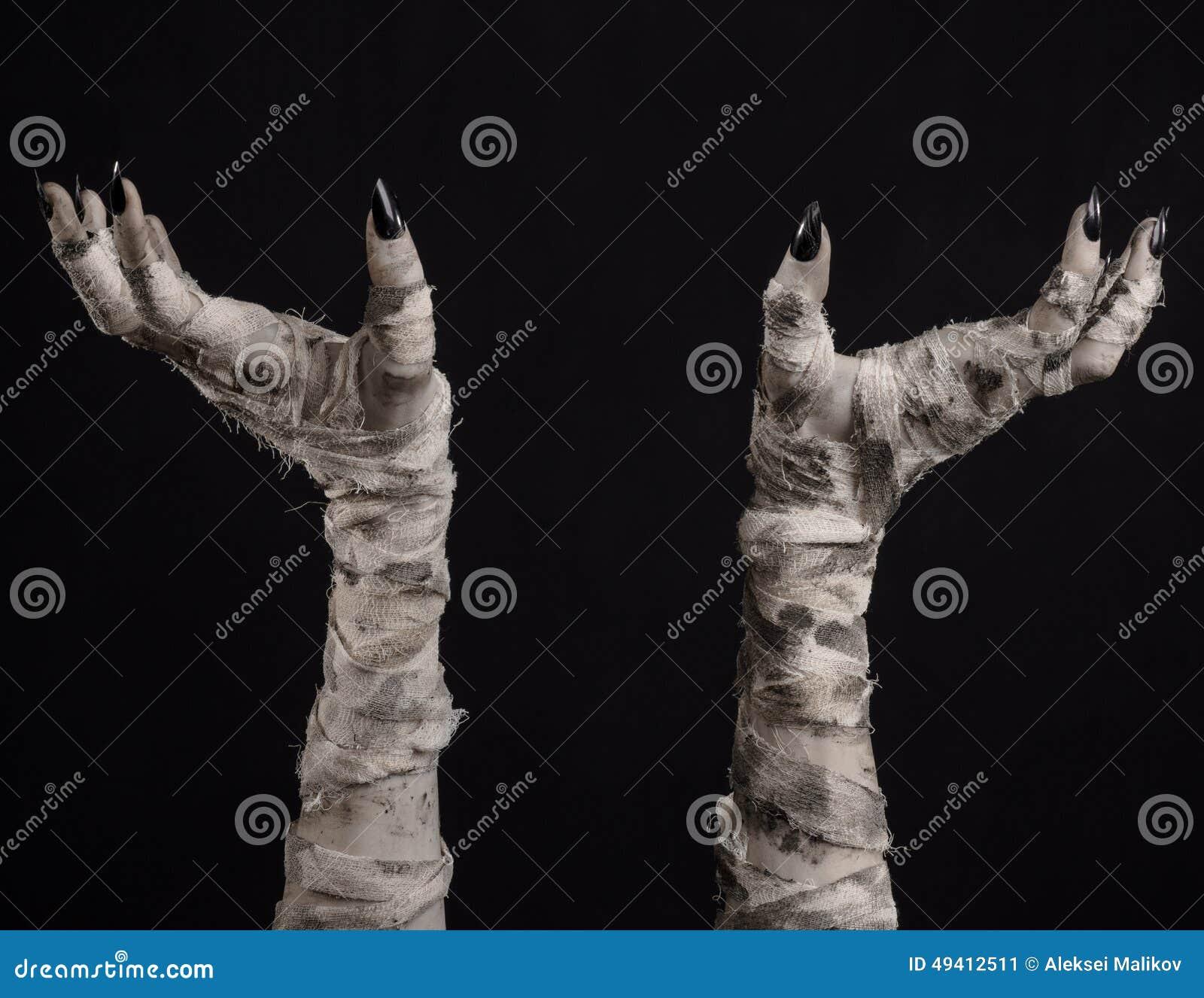 Download Halloween-Thema: Schreckliche Alte Mamahände Auf Einem Schwarzen Hintergrund Stockbild - Bild von mystisch, apocalypse: 49412511