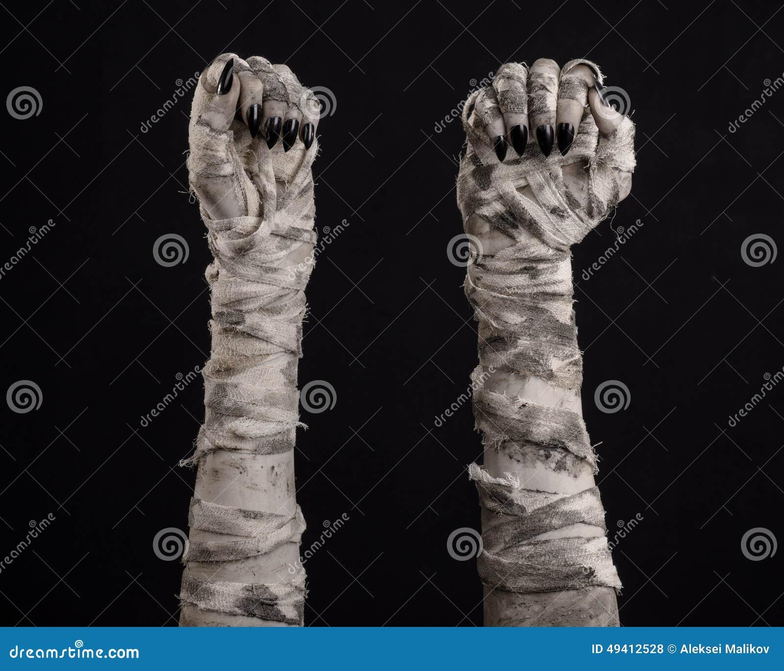 Download Halloween-Thema: Schreckliche Alte Mamahände Auf Einem Schwarzen Hintergrund Stockfoto - Bild von mummified, creepy: 49412528
