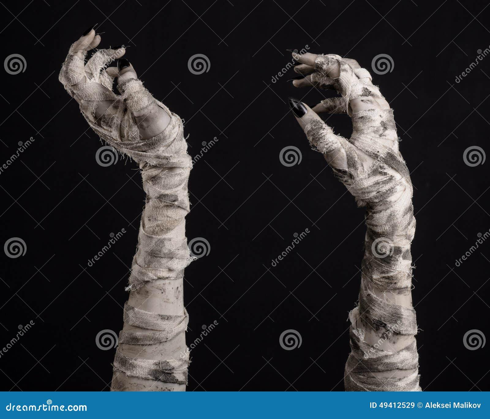 Download Halloween-Thema: Schreckliche Alte Mamahände Auf Einem Schwarzen Hintergrund Stockbild - Bild von krypta, kostüm: 49412529