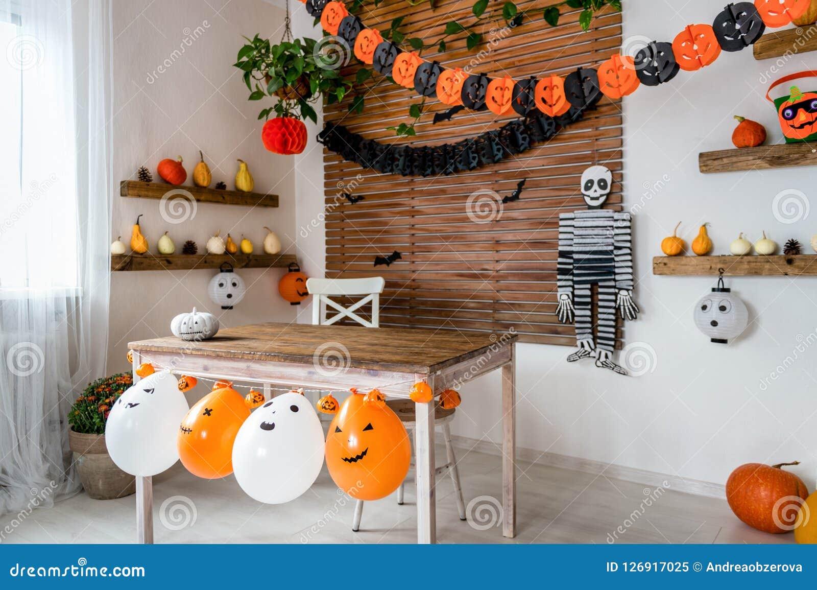 Living Room Halloween Decorations Indoor.Halloween Theme Decorated Living Room Lifestyle Halloween