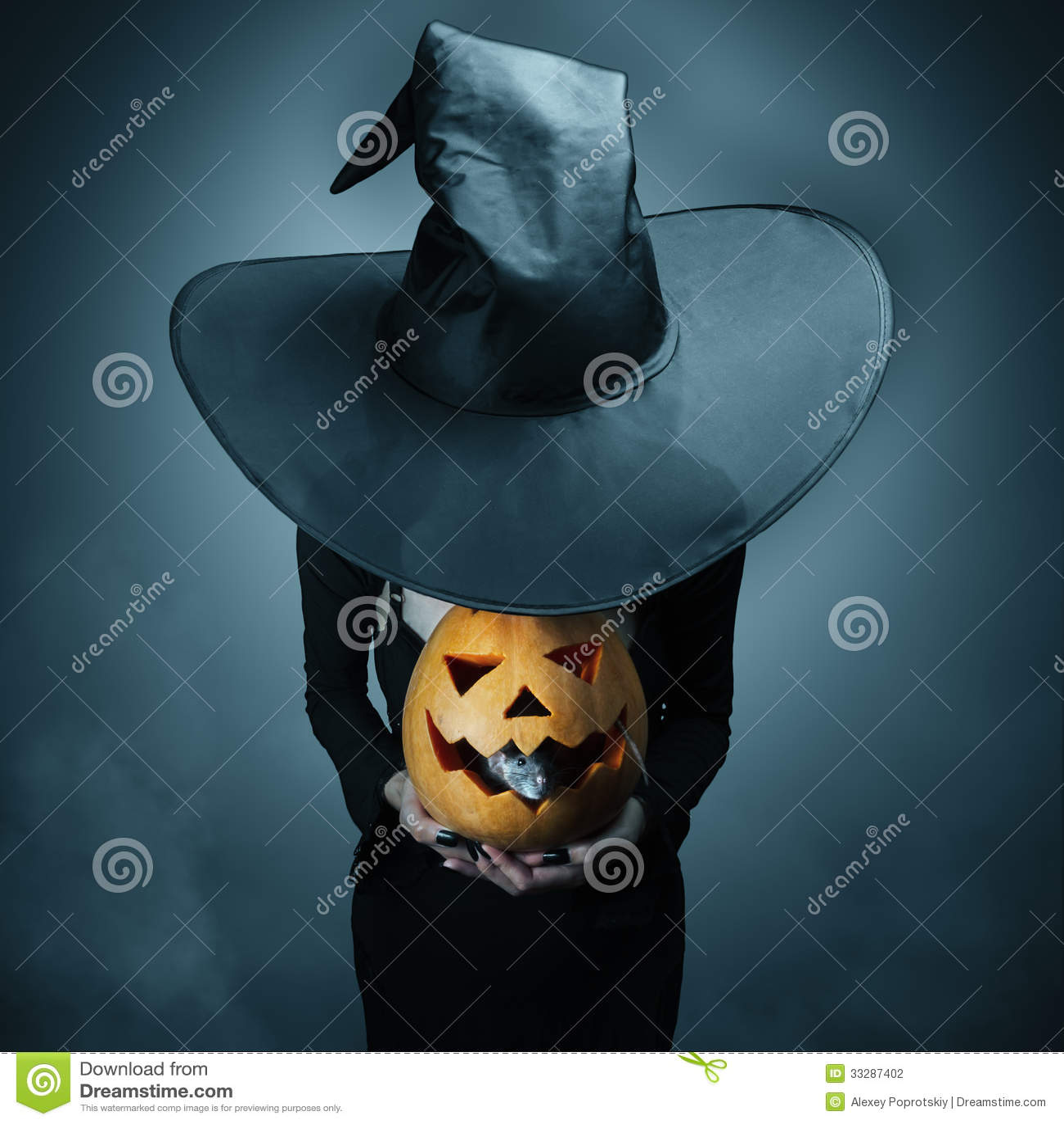 Halloweenowa bania i szarość szczur