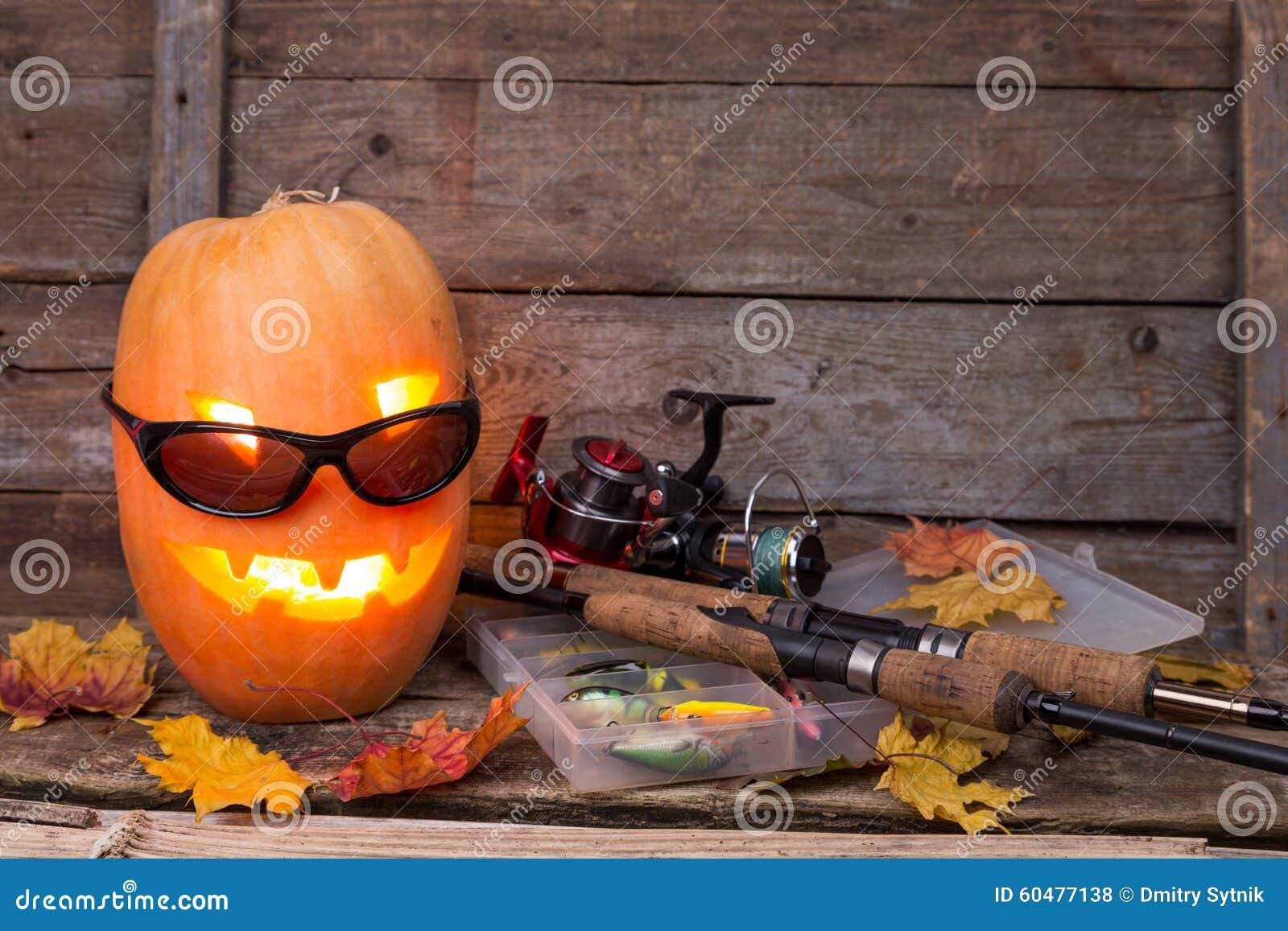 Halloweenowa bania w eyeglass z połowów sprzętami