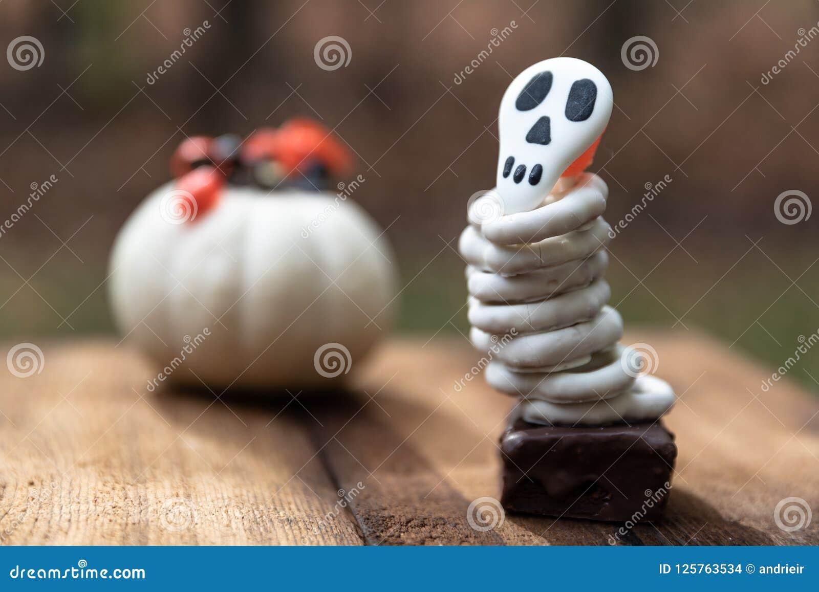Halloweenowi czaszek ciastka