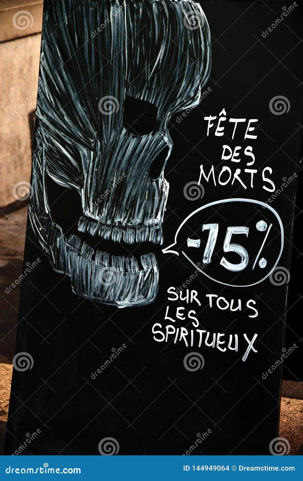 Halloweenowy sprzedaży annoncement z czaszką