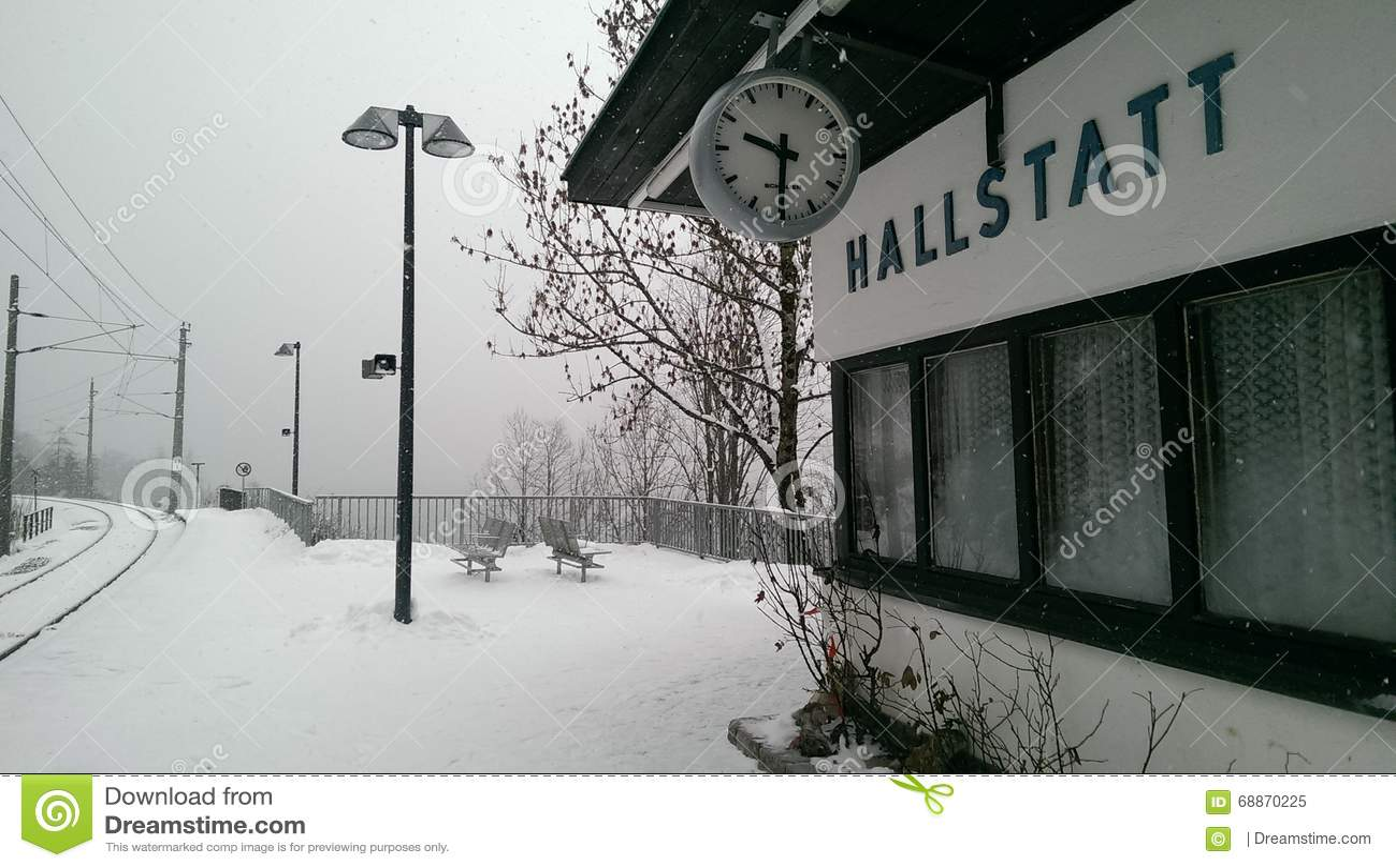 Hallstatt dans la vue de neige, Autriche