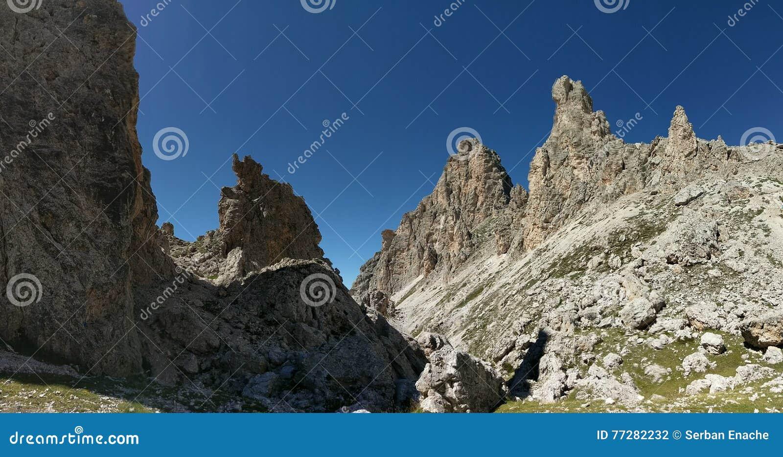 Halne granie przeciw niebieskim niebom, Pizes Di Cir, dolomity, Włochy