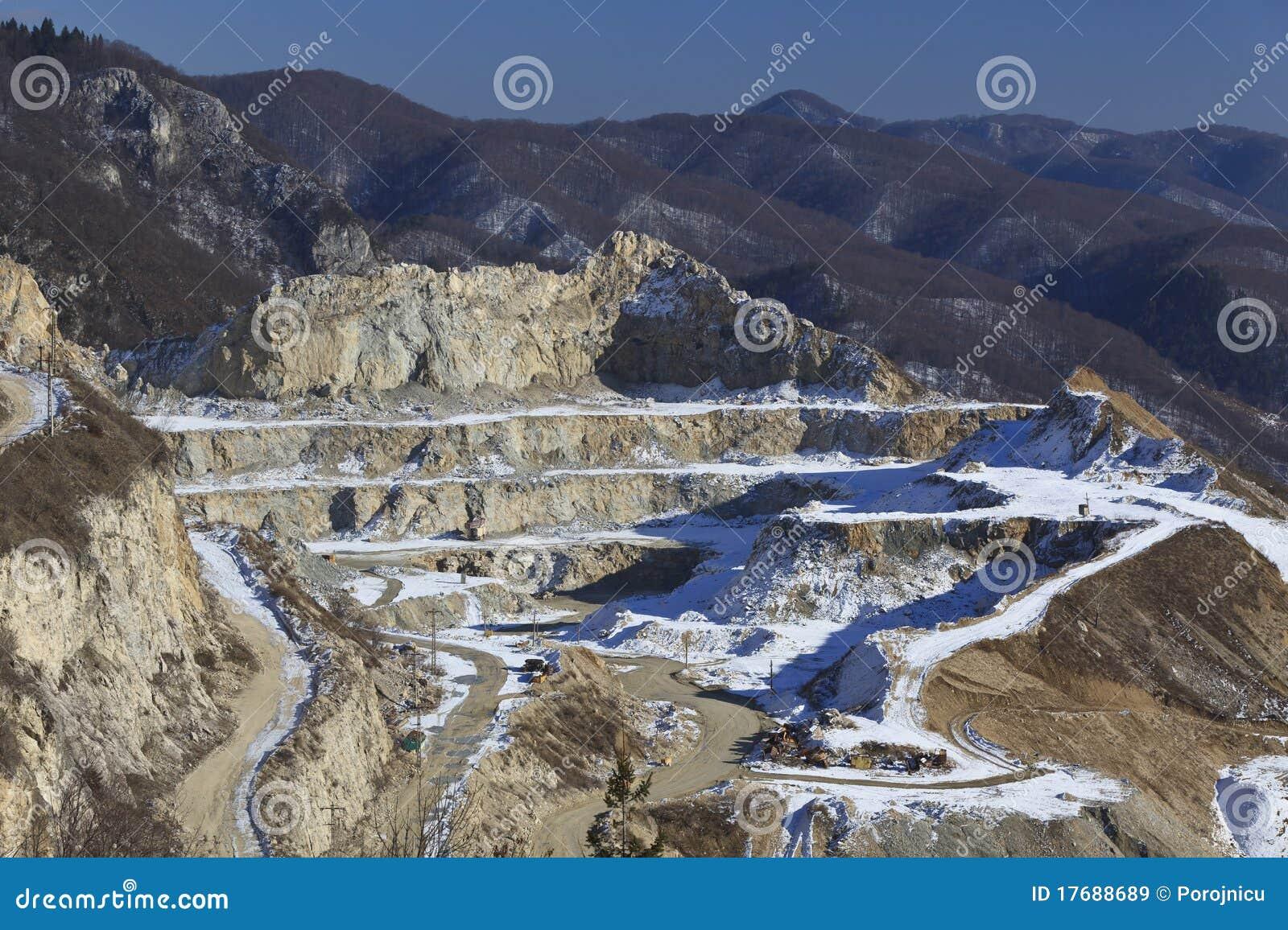 Halny drogowy śnieżny cewienie