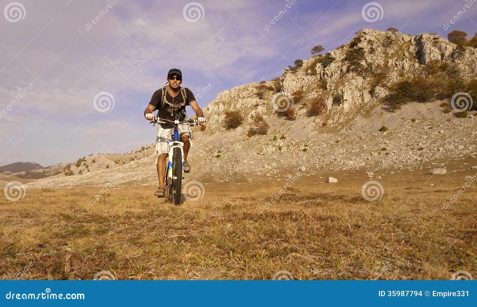 Halny jechać na rowerze