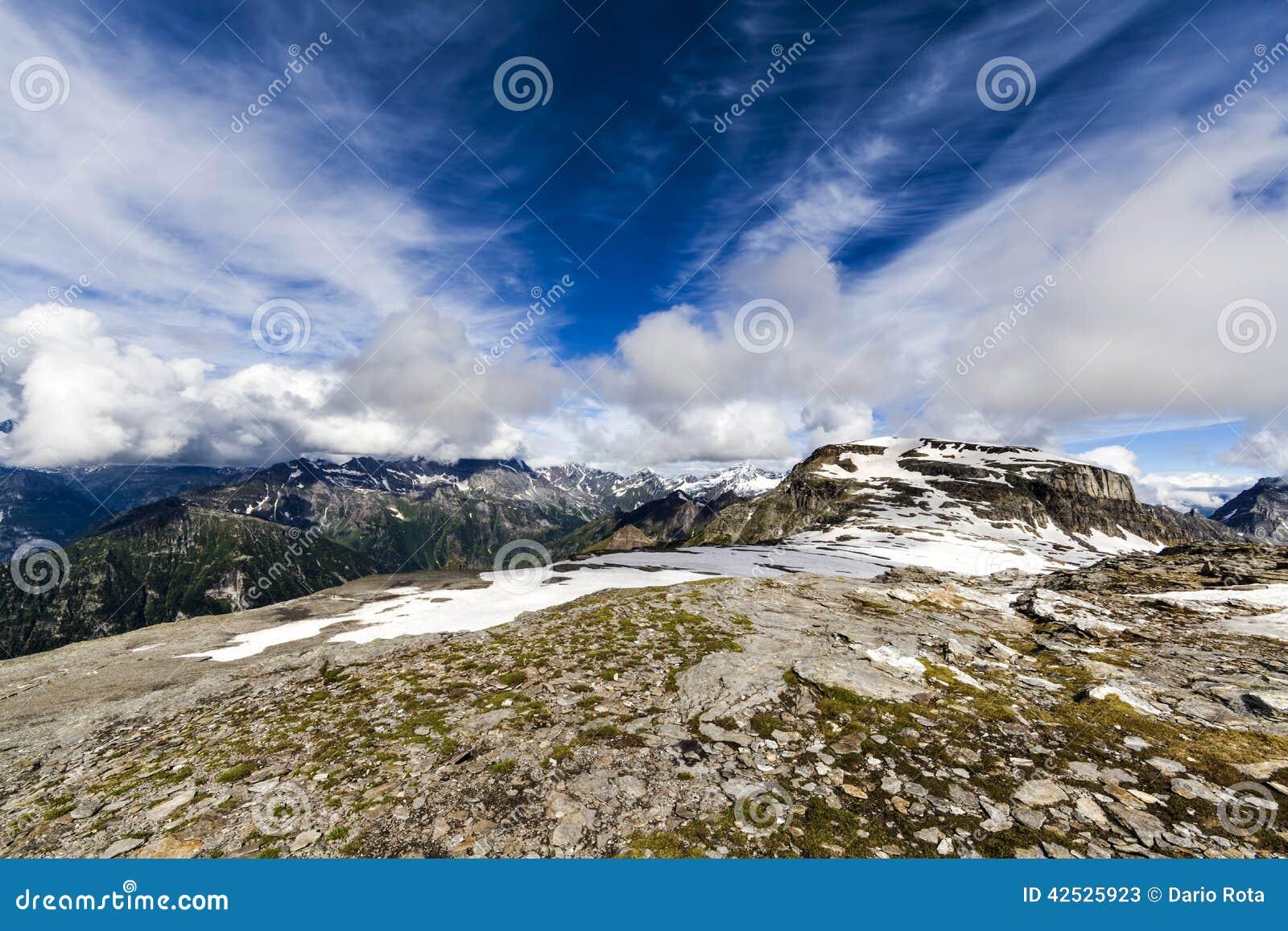 Halny skalisty krajobraz