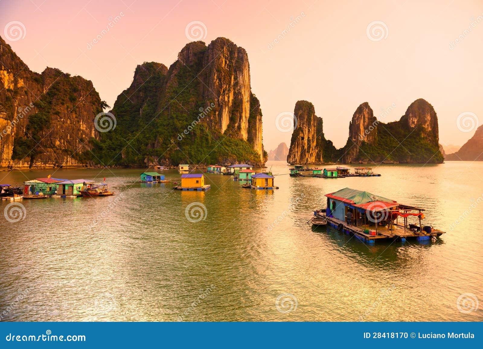 Download Halong Bay, Vietnam. stock photo. Image of holiday, houseboat - 28418170