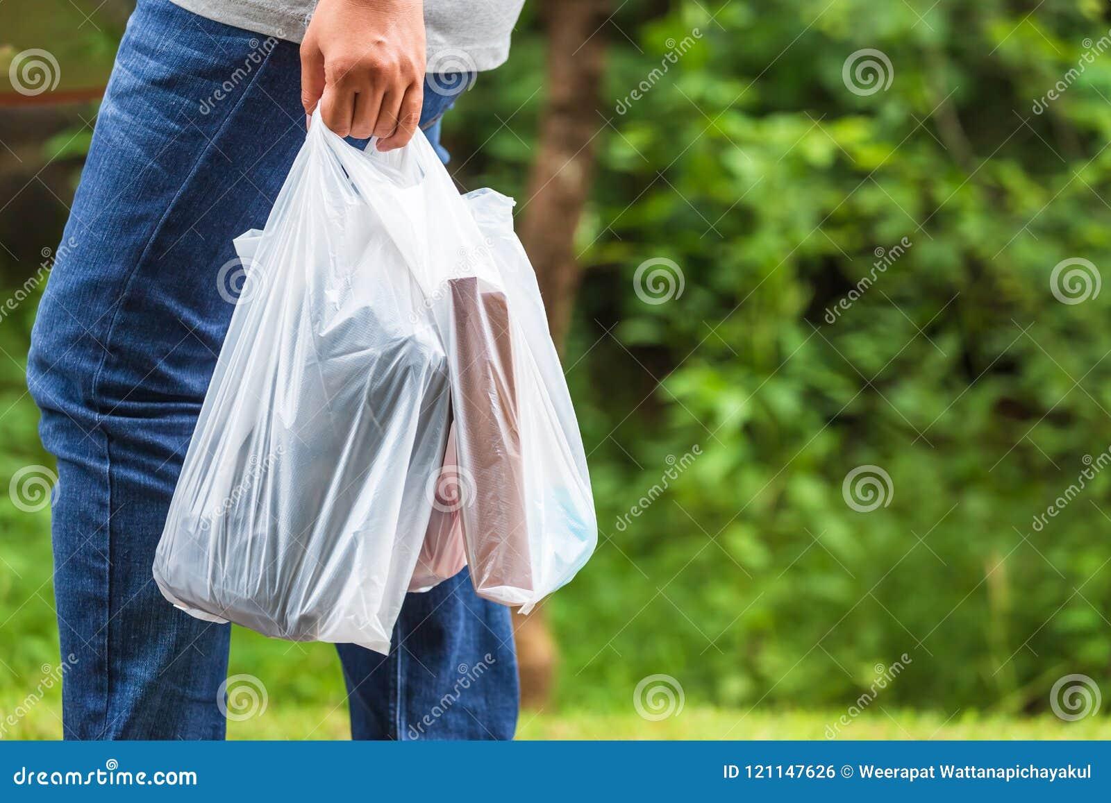 Halten von Plastiktaschen