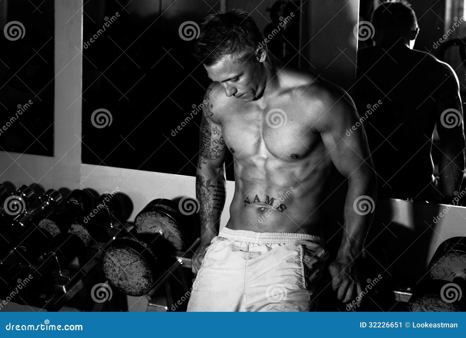 Download Halterofilista Após A Formação No Gym Imagem de Stock - Imagem de estrelas, homem: 32226651