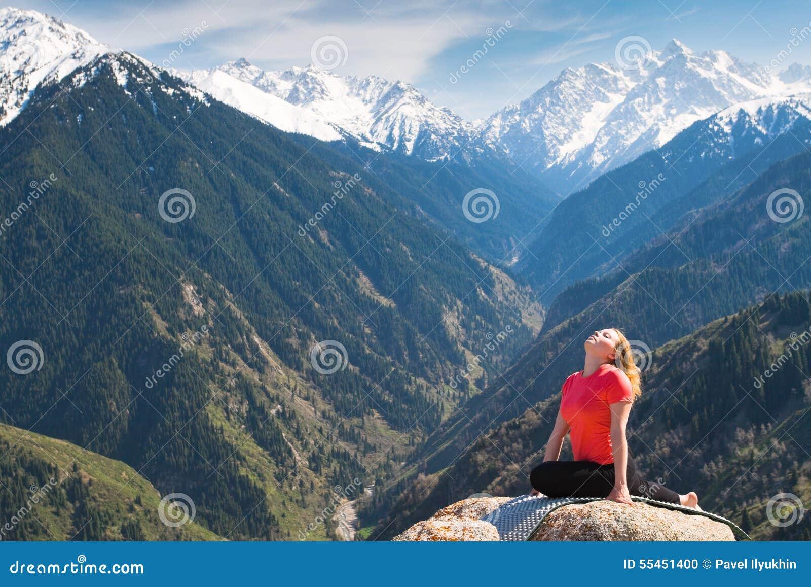 Haltung Der Taube Von Hatha-Yoga Asanas Stockfoto - Bild: 55451400