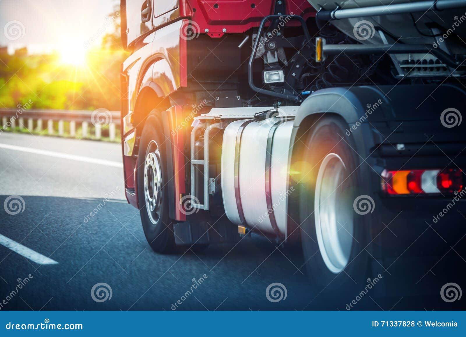 Halv lastbil för huvudväg