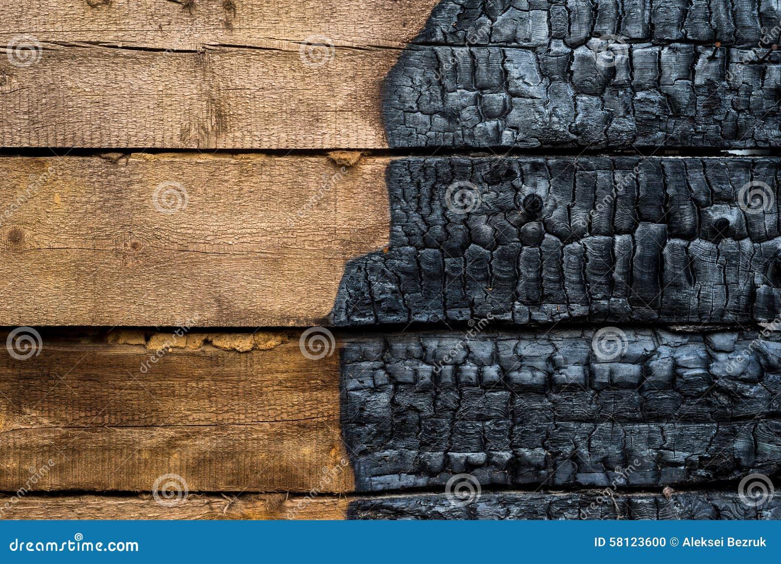 Halva bränt till kol trä