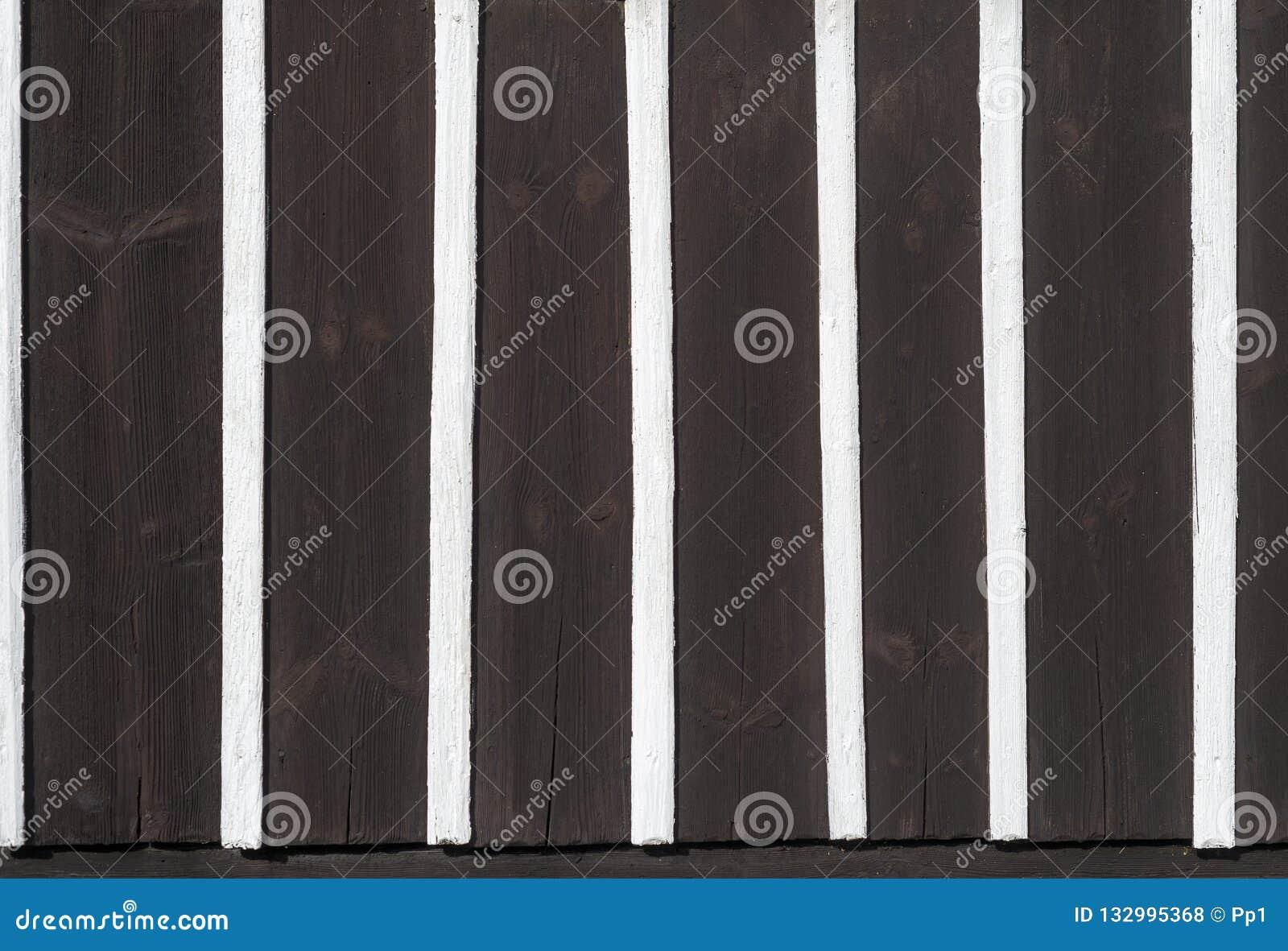 Halva som timrar trä för svart för modell för textur för arkitekturväggdetalj vitt