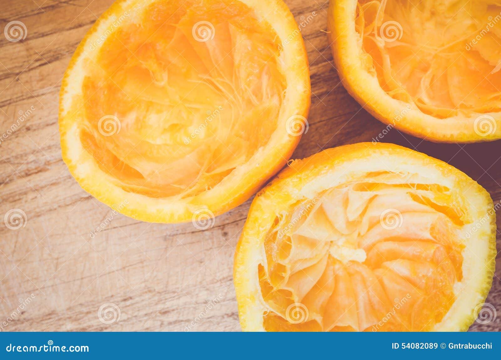 Halve besnoeiing gedrukte sinaasappelen