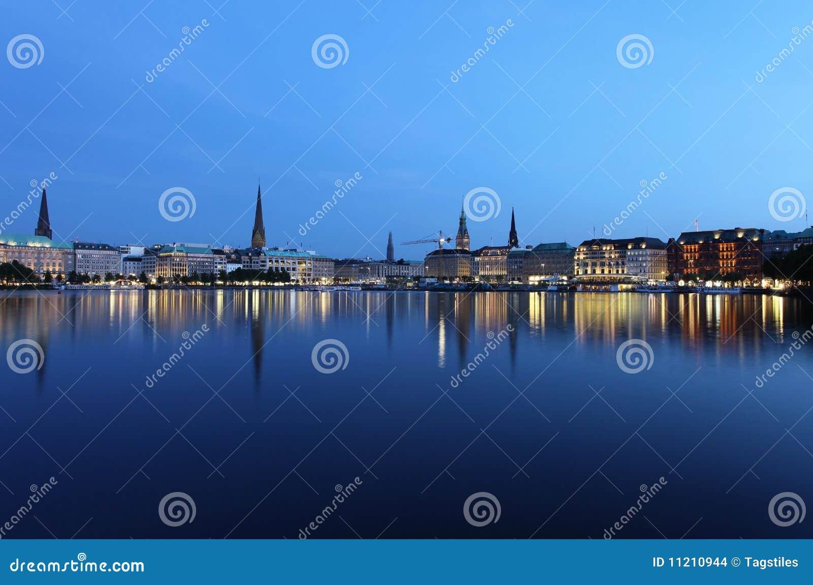 Download Hamburg nachts stockfoto. Bild von region, reflektieren - 11210944