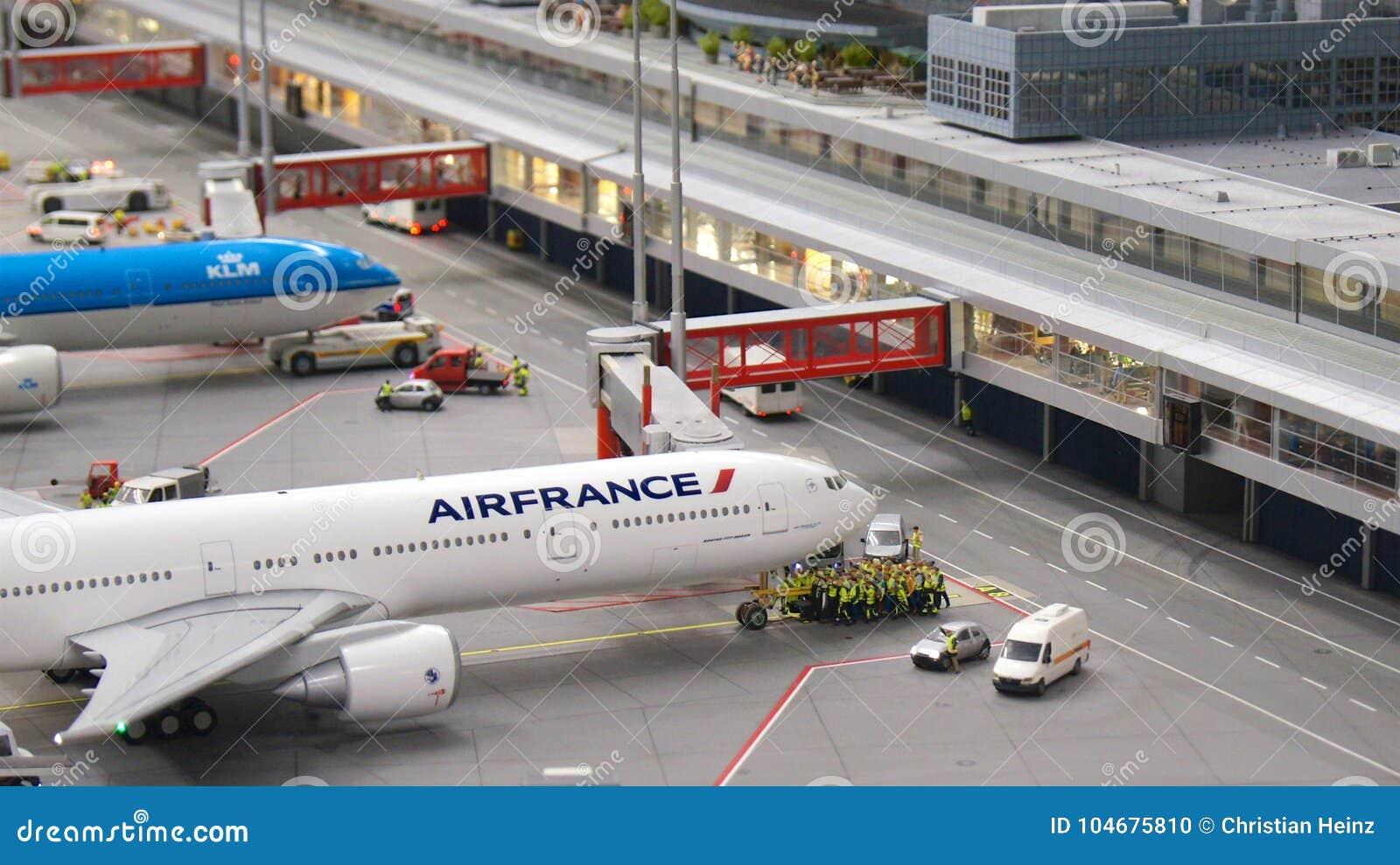 HAMBURG NIEMCY, MARZEC, - 8th, 2014: Boeing 777 model Air France czekanie dla pushback przy Flughafen Wunderland Do