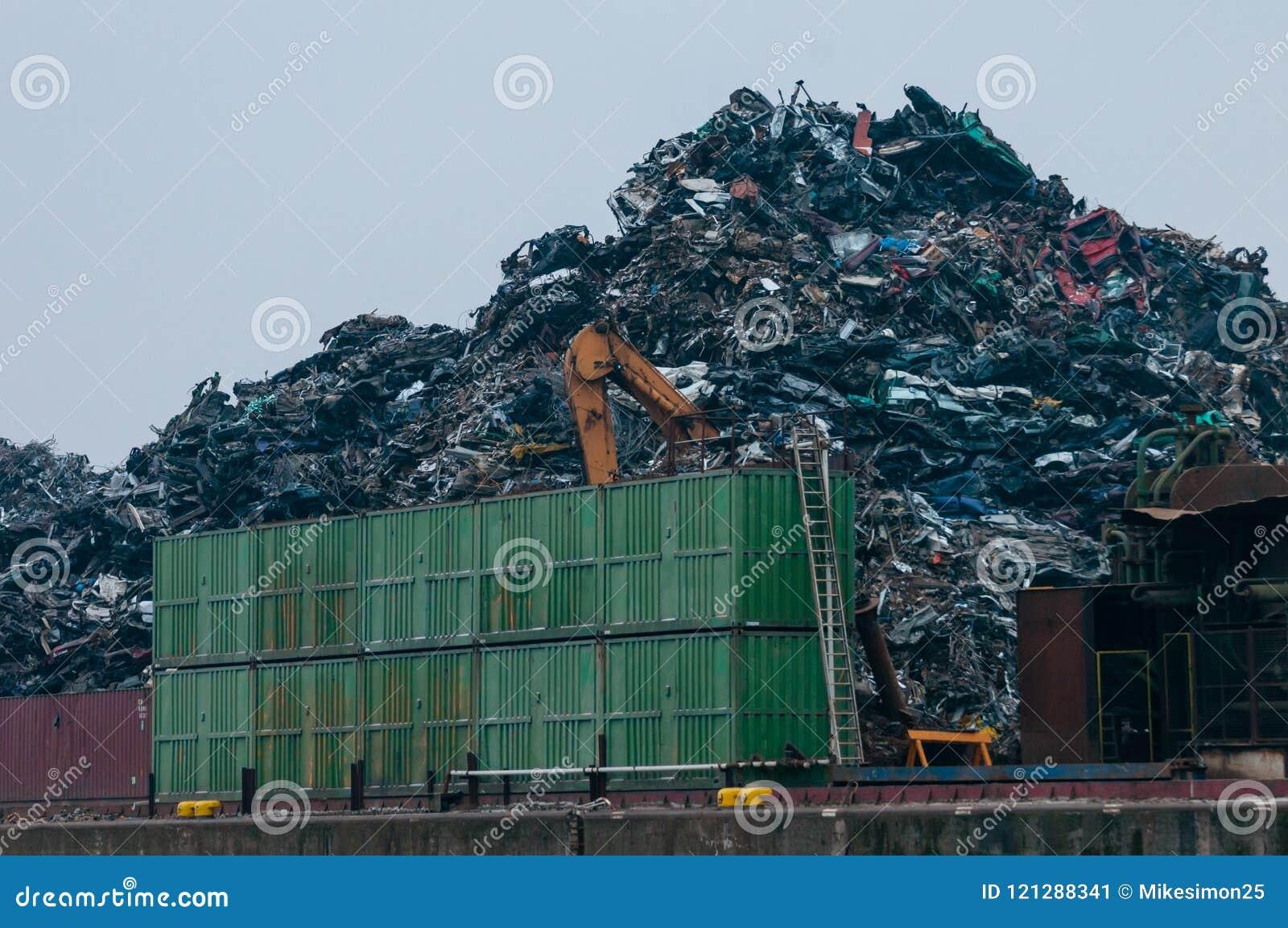 Hamburg Tyskland - Februari 23, 2014: Sikt på terminalen för last i stora partier av europeisk metallåtervinning i Rosshaven