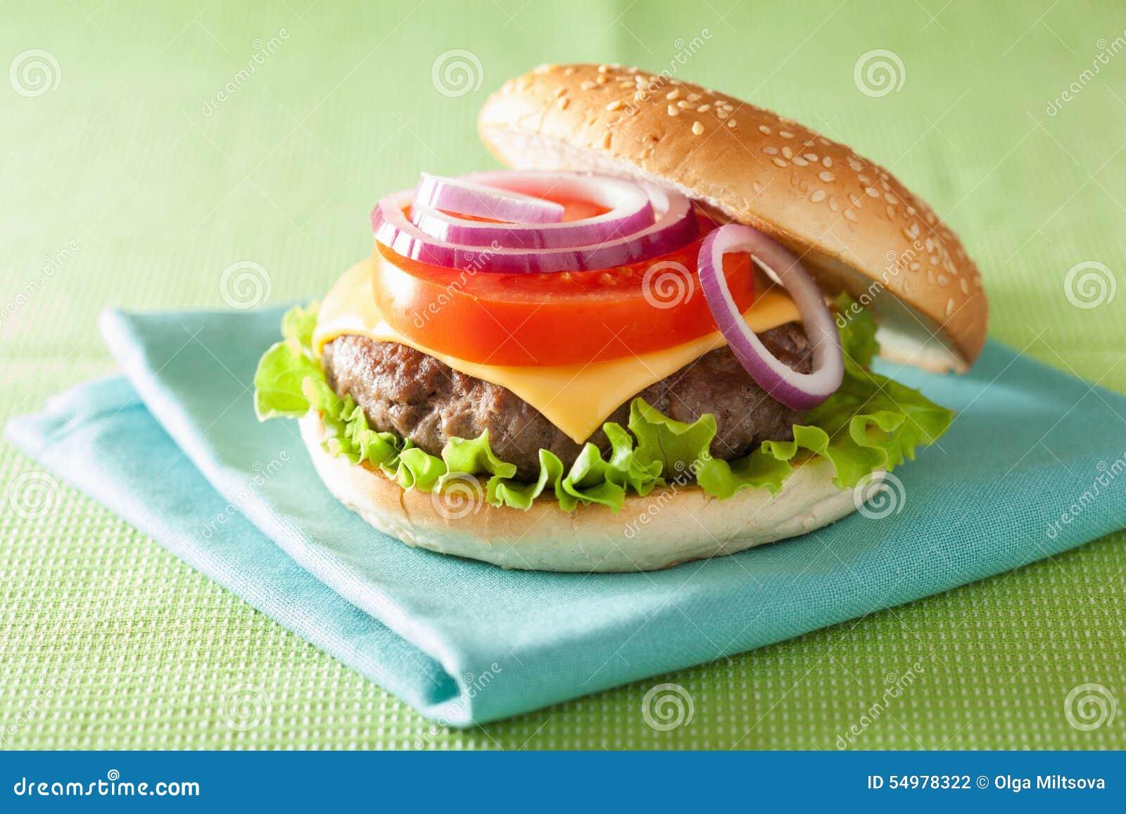 Hamburgare med tomaten för lök för grönsallat för ost för nötköttliten pastej