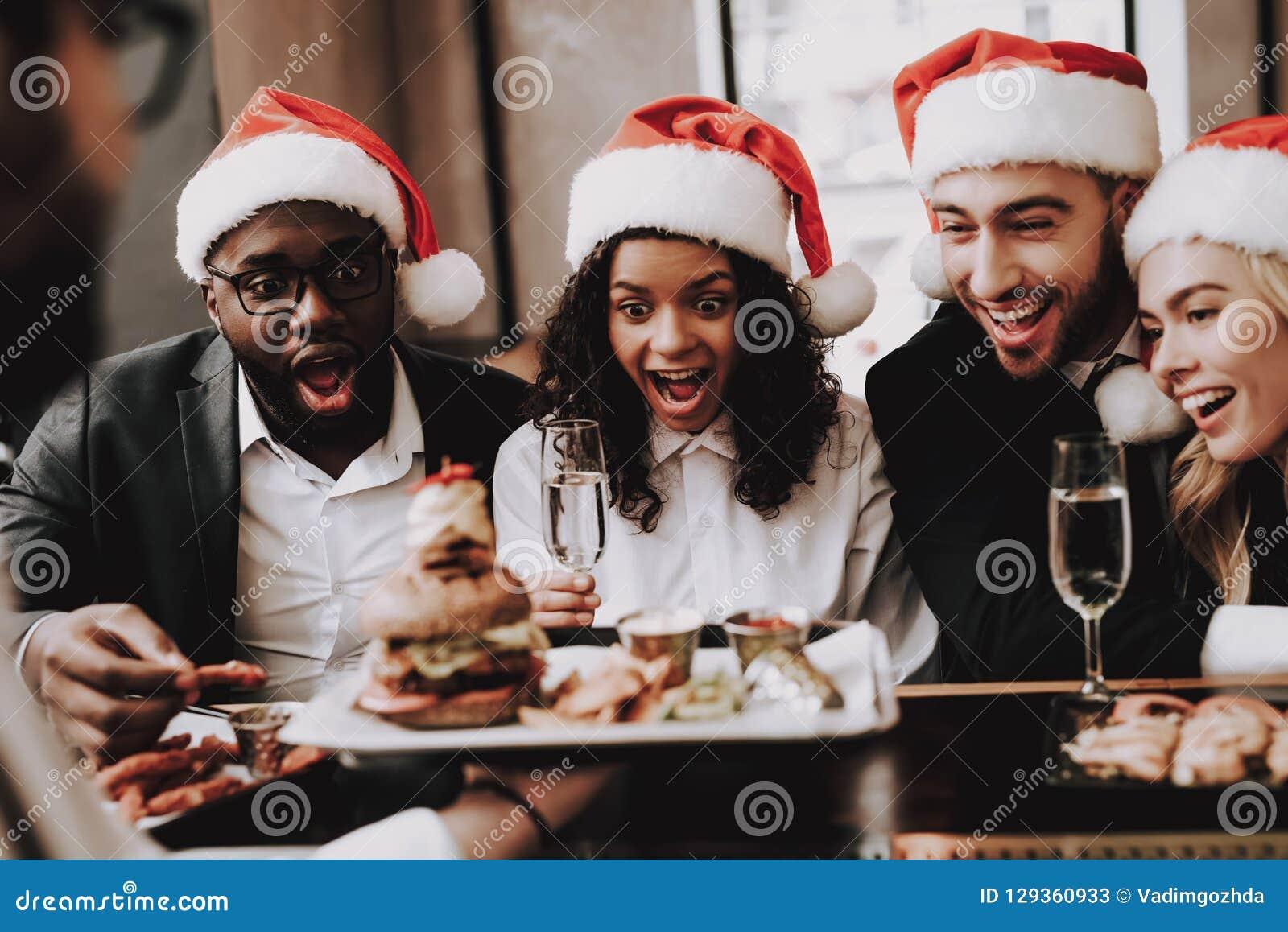 Hamburger De hoed van de kerstman `s r Jonge mensen