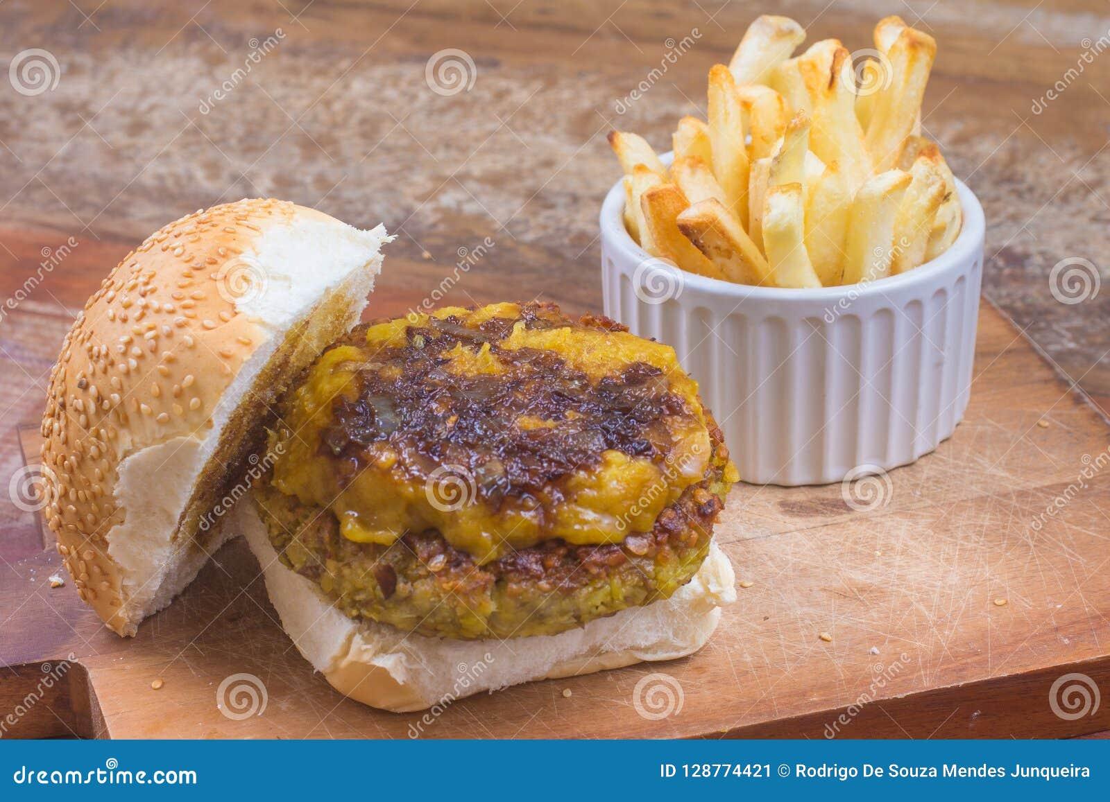 Hamburger de pois chiches avec le cheddar de vegan