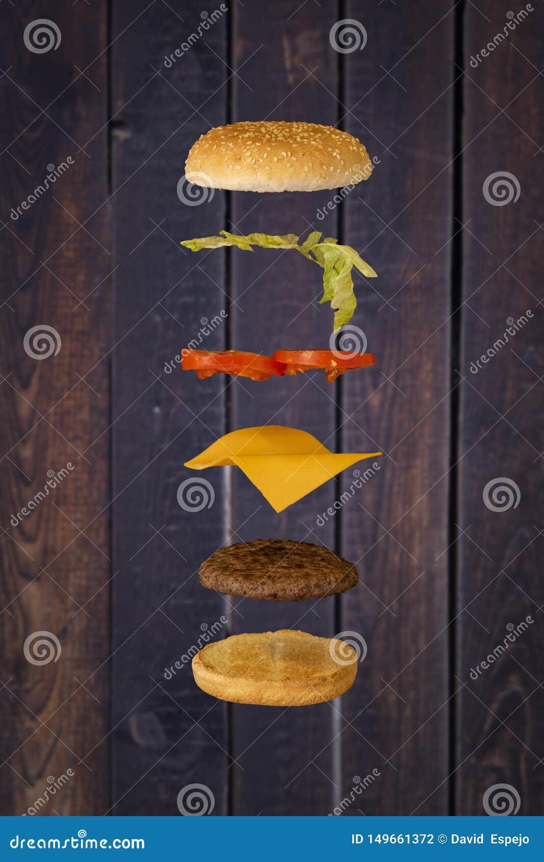 Hamburger flottant avec le fond en bois
