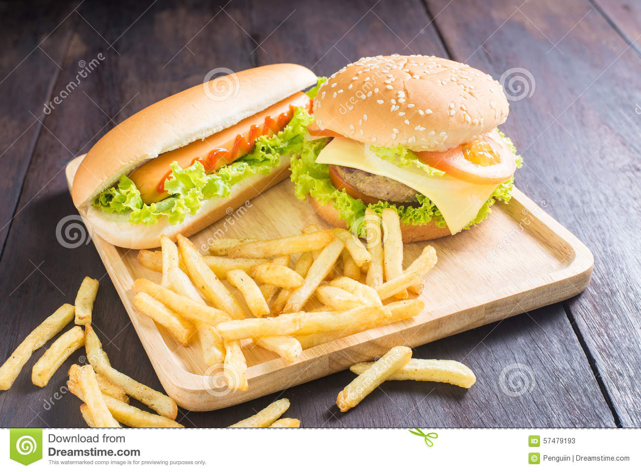 hamburger hot dog pommes frites sur le bois photo stock image 57479193. Black Bedroom Furniture Sets. Home Design Ideas