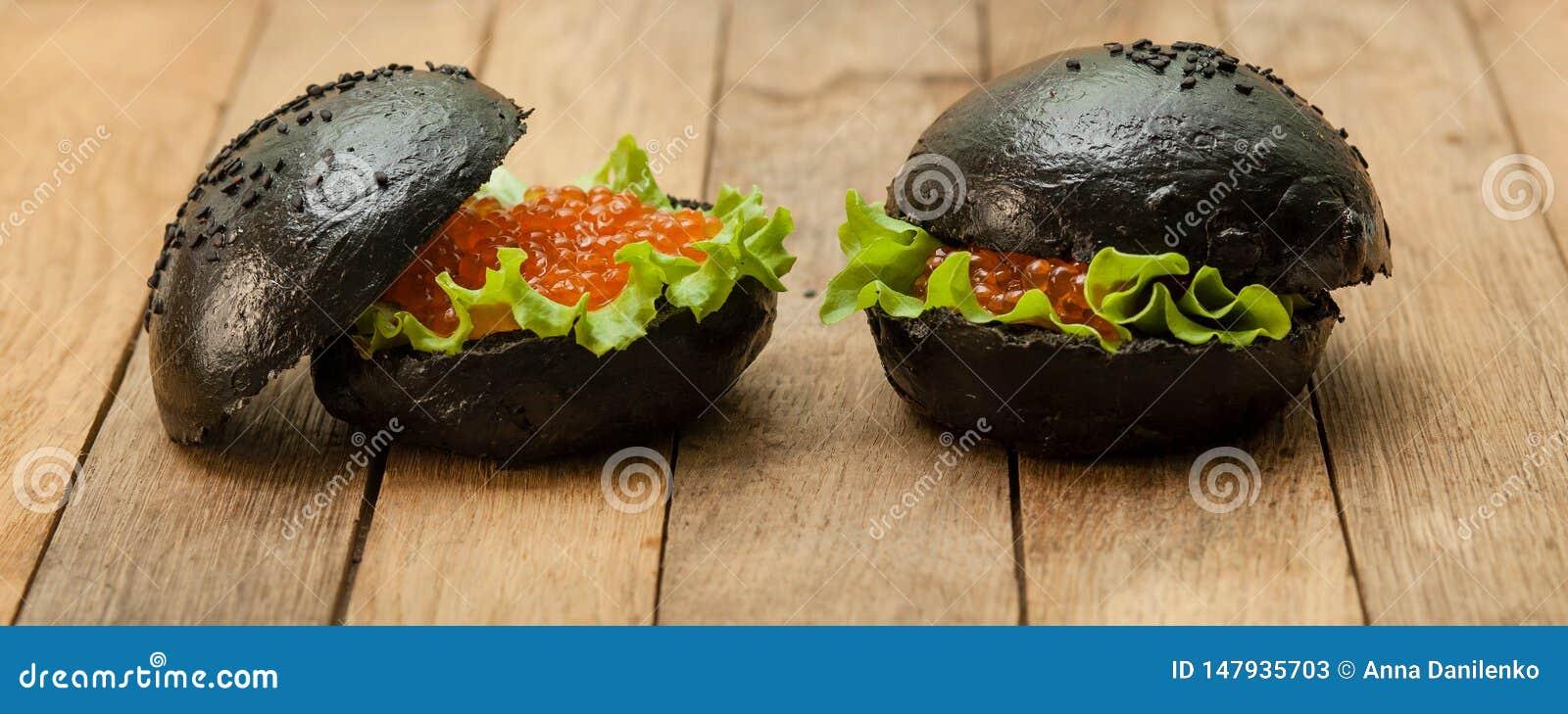 Hamburger preto com caviar