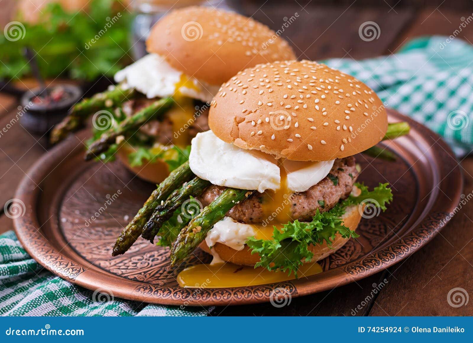 Hamburger (sandwich) avec l hamburger de poulet