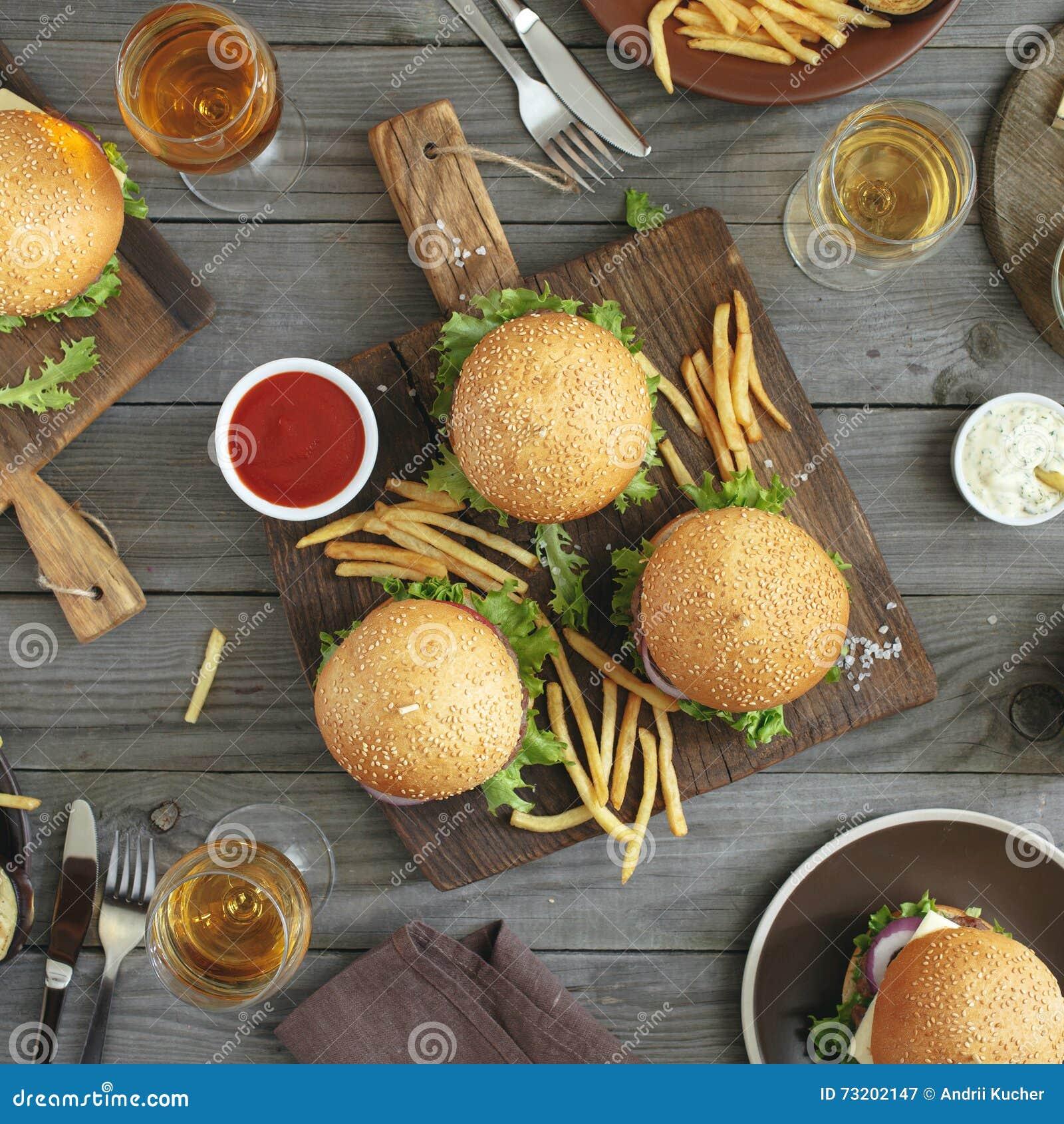 Hamburgers et vin différents