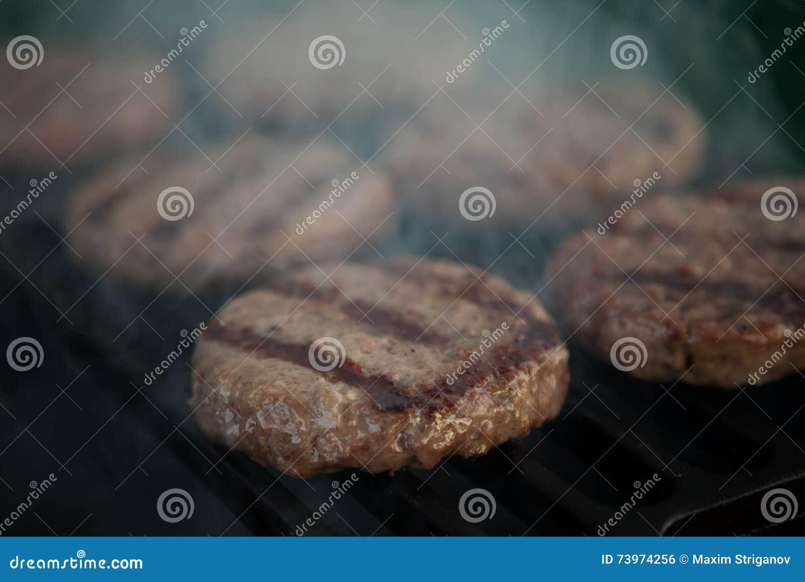 Hamburgers sur un gril