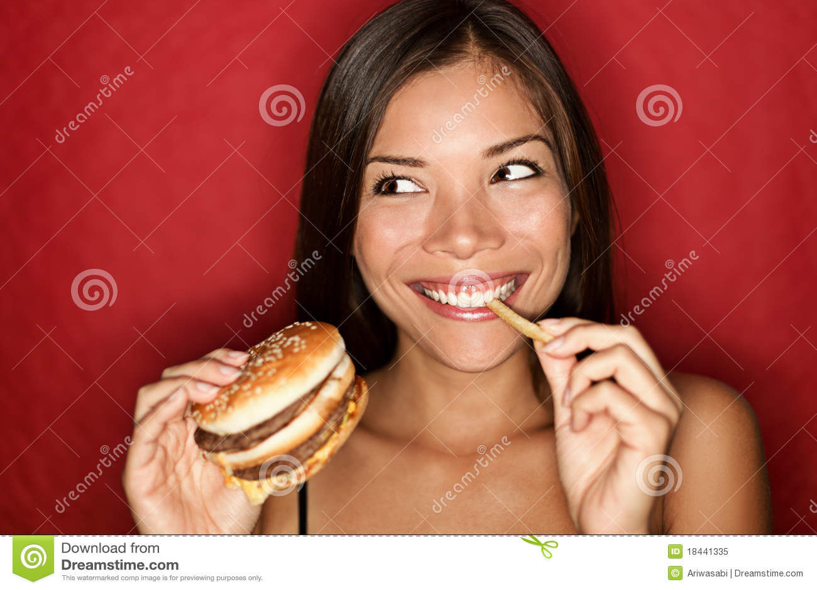 Hamburgeru łasowania karmowa dżonki kobieta